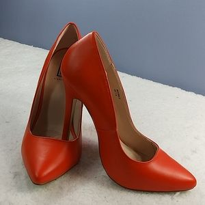 SIGNATURE BEATRICE ORANGE HEELS size 7.5